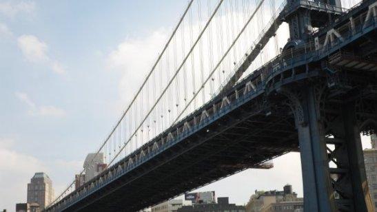 El puente de Manhattan, me encantó que fuera azul.