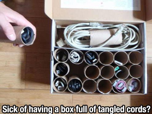Cables guardados y ordenados sin enredos.
