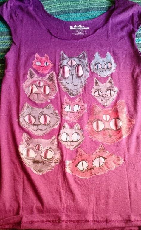 Polera 1: Morada con distintas caras de gatos.