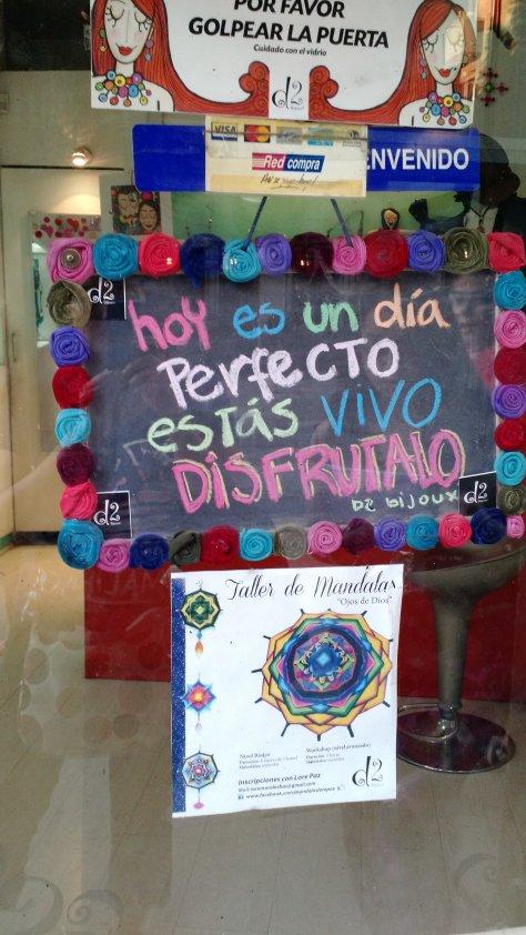 Para terminar, el mensaje que vi en una vitrina de Lastarria y se puede aplicar en cualquier momento!