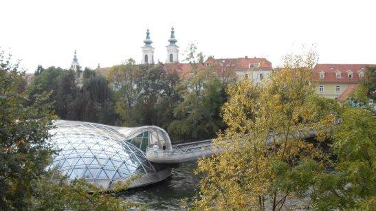 Este puente me gustó mucho por la cúpula modernista.