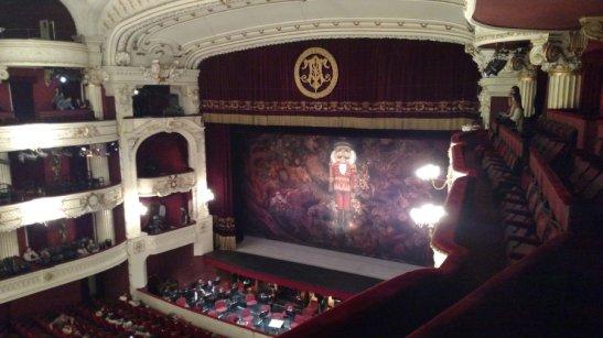 """Fui a ver """"Cascanueces"""" al Teatro Municipal y aunque tenía la obra muy fresca en mi cabeza por la función en La Moneda, en ese lugar tan bonito la sensación es completamente distinta."""